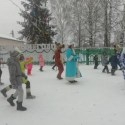 Время новогоднихпраздников— это время красивой, добройсказки,которая приходит в каждый дом в конце каждого года с наступлением зимних холодов