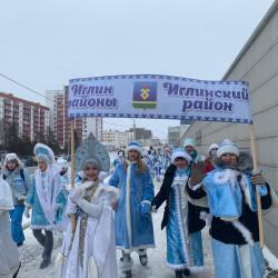3 января в Уфе состоялось грандиозное шоу — по морозным улицам прошел Всероссийский Парад Снегурочек.