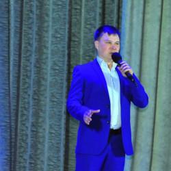 Муниципальные служащие Иглинского района отметили профессиональный праздник: выступили с большим концертом на сцене РДК.